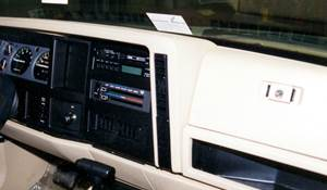 1985 Jeep Wagoneer XJ Factory Radio