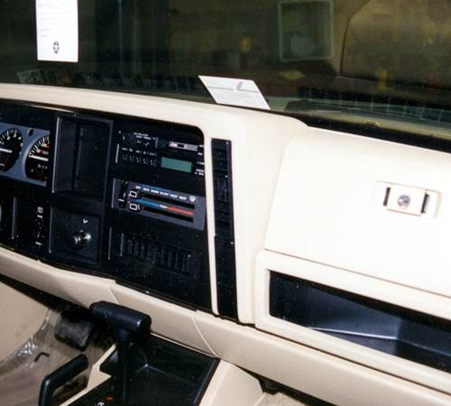 1984 Jeep Wagoneer XJ Factory Radio
