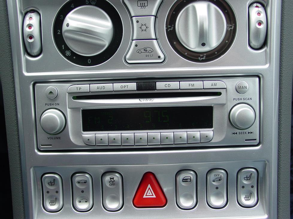Chrysler Crossfire radio