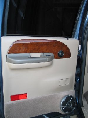 Rear Door Speakers/><p class=