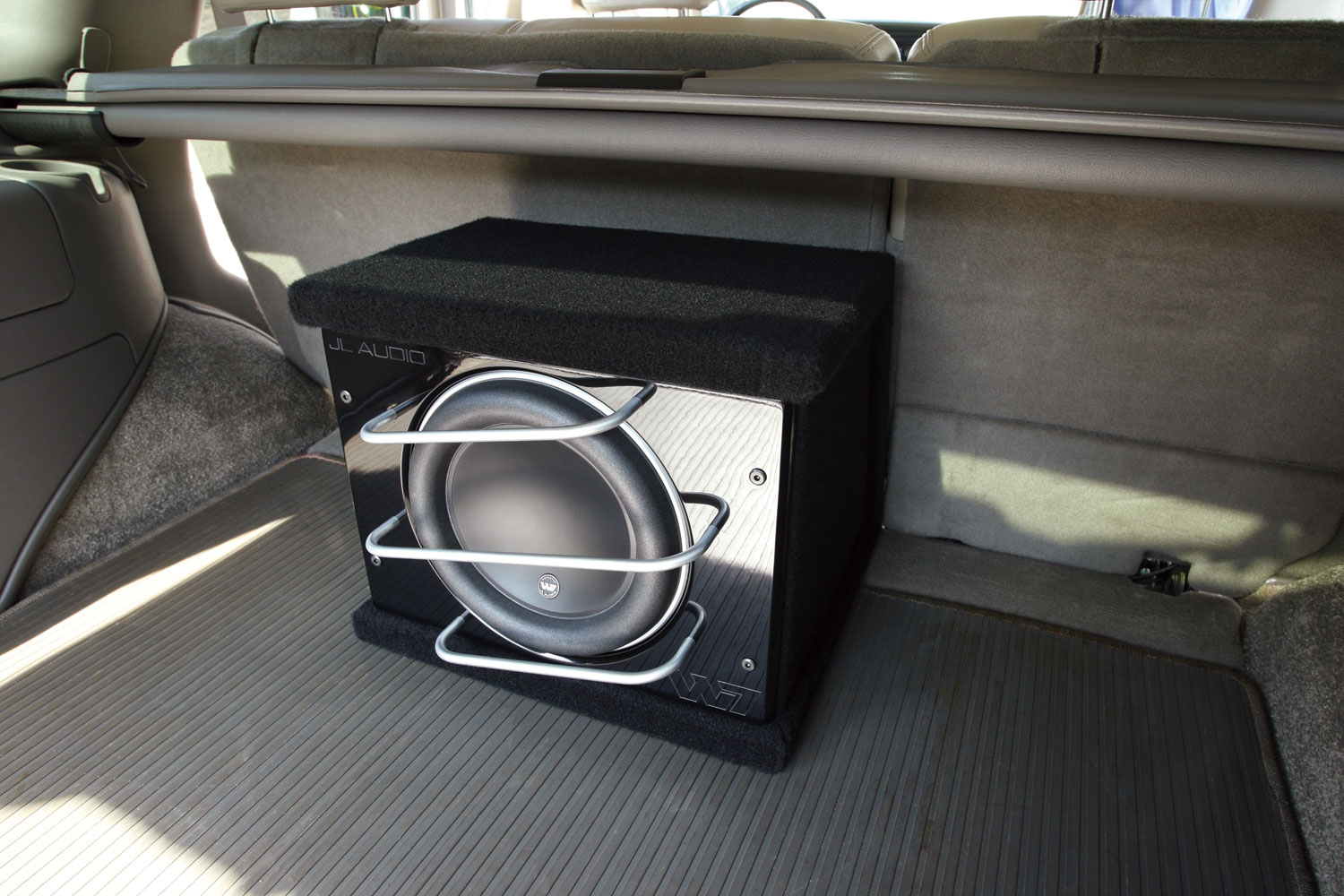 Hook up amp to rear speakers