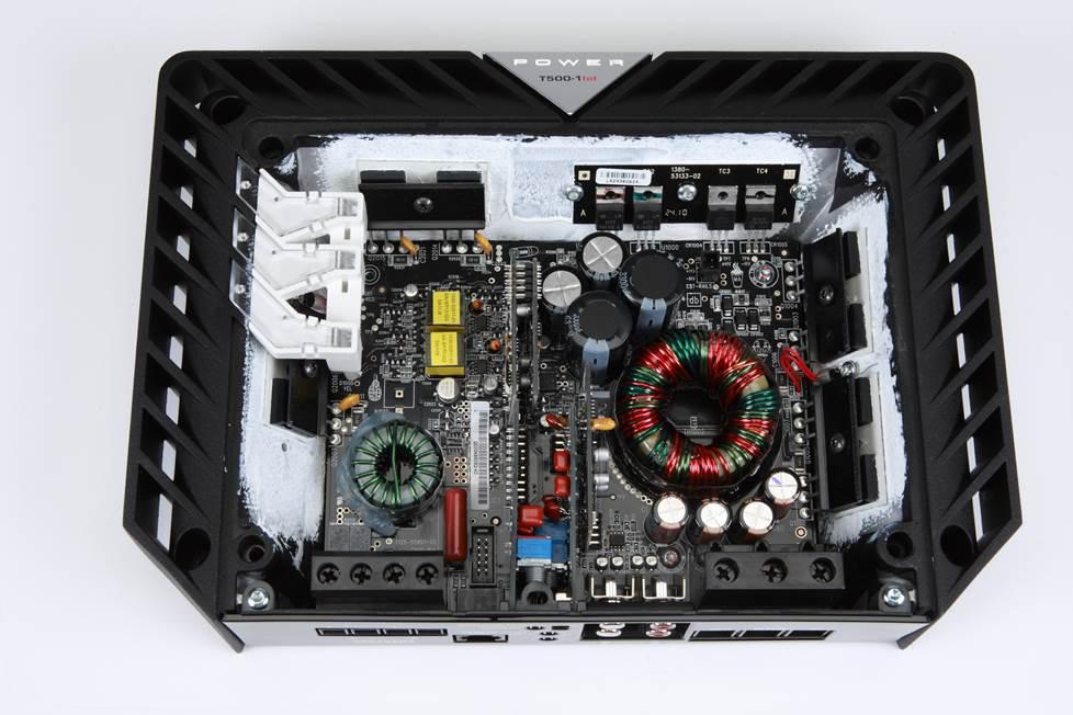 The inside of a Rockford Fosgate T500-1bdCP amplifier