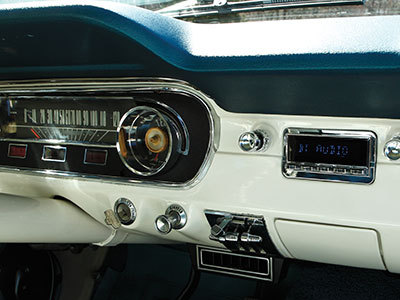 New head unit in vintage Mustang