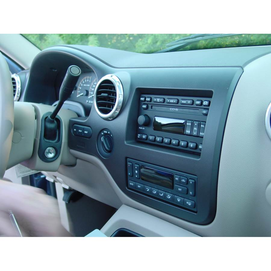 2006 Ford Expedition Factory Radio