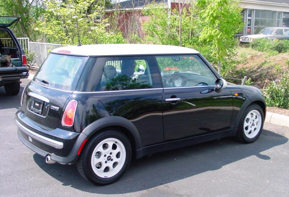 exterior 2002 2006 mini cooper hatchback car audio profile  at crackthecode.co