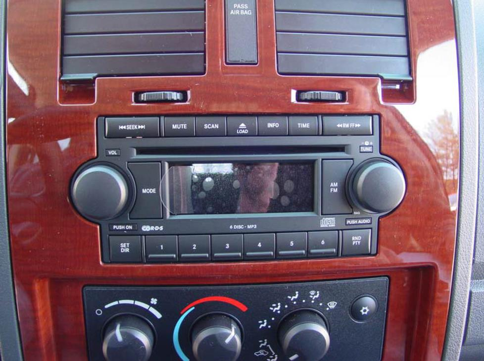 Radio on 05 Dodge Dakota 4 Door
