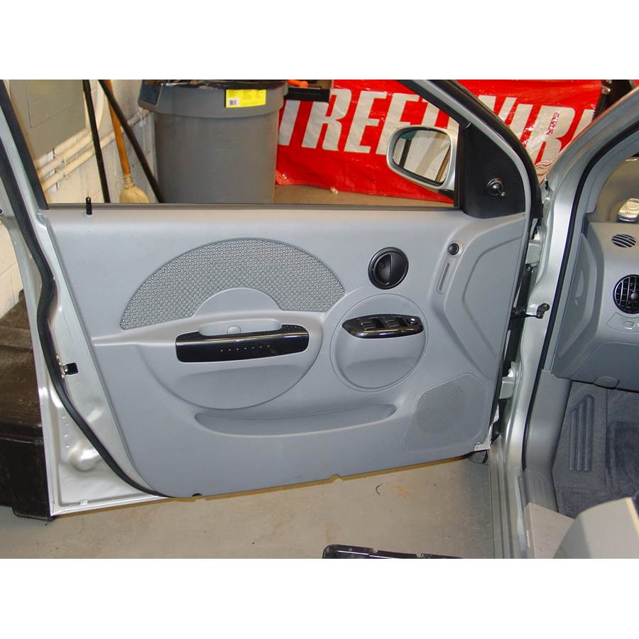 2005 Chevrolet Aveo Front door speaker location