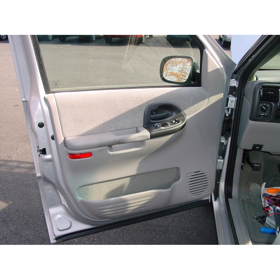 2004 Chevrolet Venture Front door speaker location
