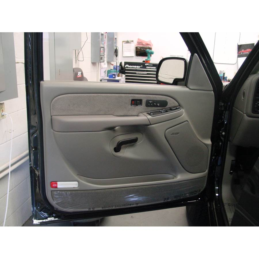 2004 Chevrolet Avalanche Front door speaker location