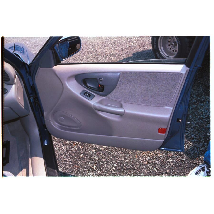 2000 Chevrolet Malibu Front door speaker location