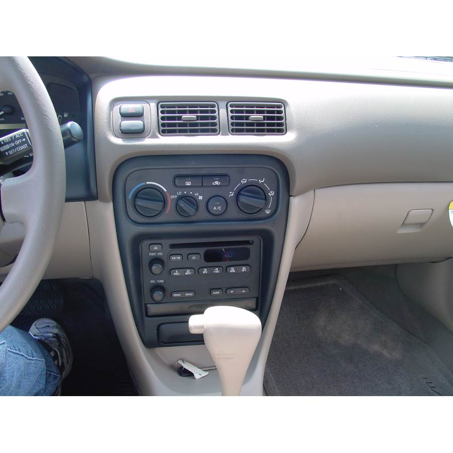 2000 Chevrolet Prizm Factory Radio