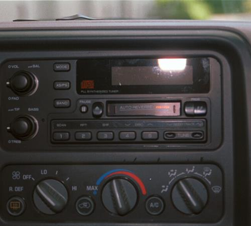 1998 Chevrolet Suburban Factory Radio