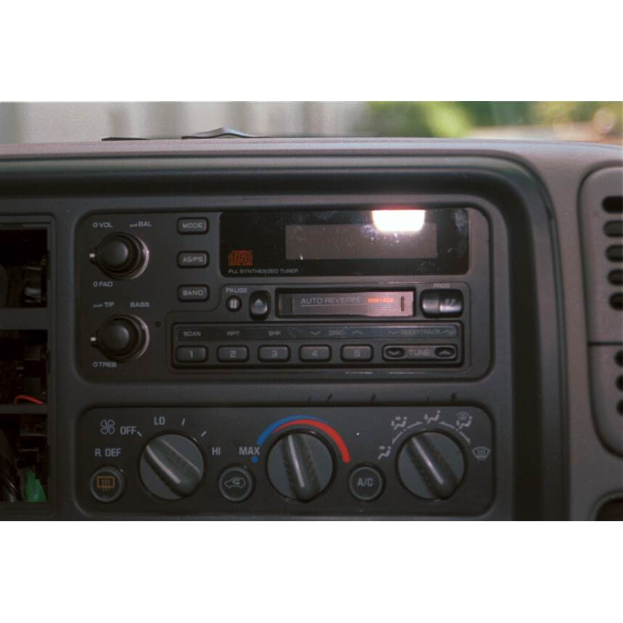 1997 GMC Suburban Factory Radio