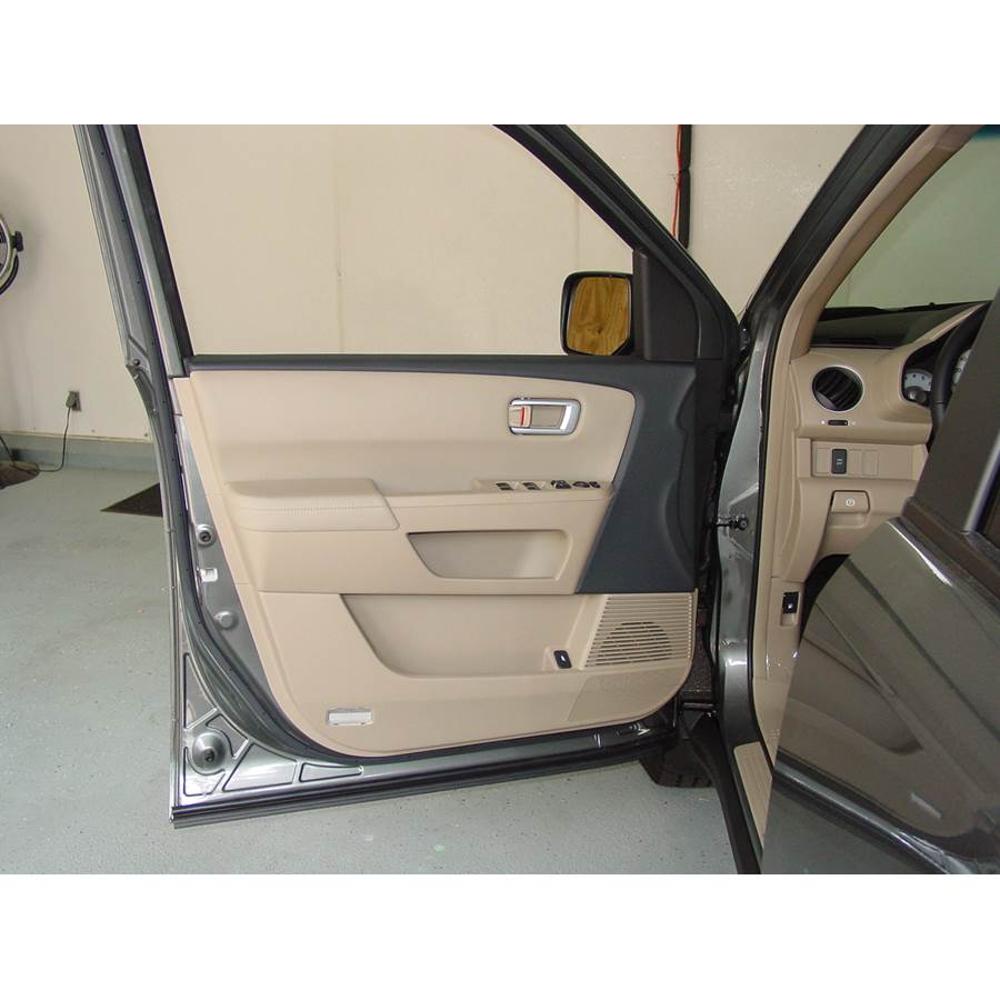 2009 Honda Pilot Front door speaker location
