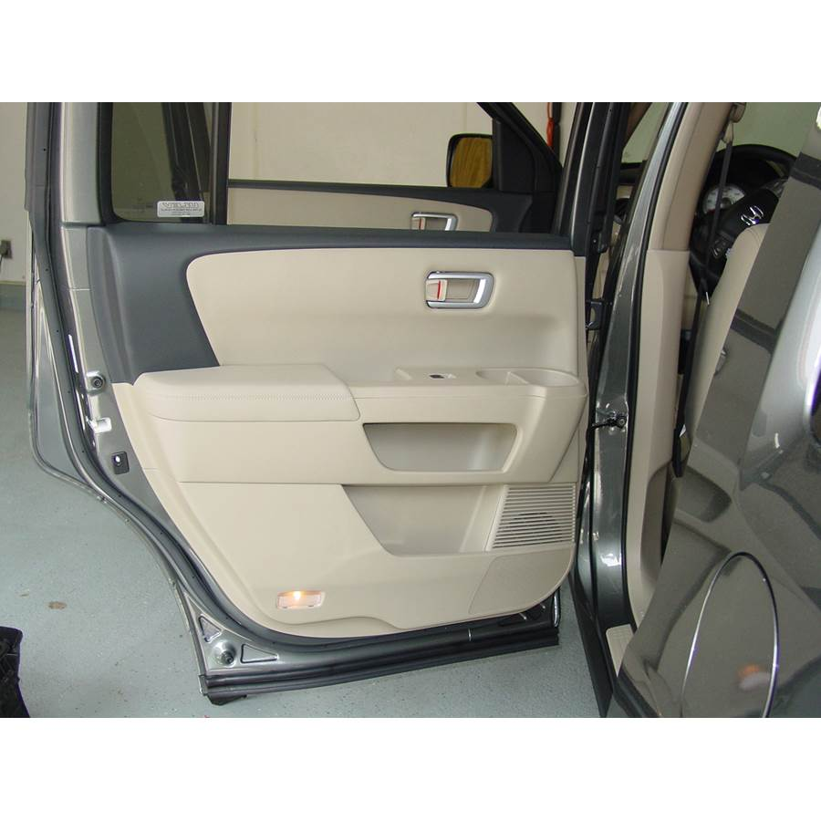 2009 Honda Pilot Rear door speaker location