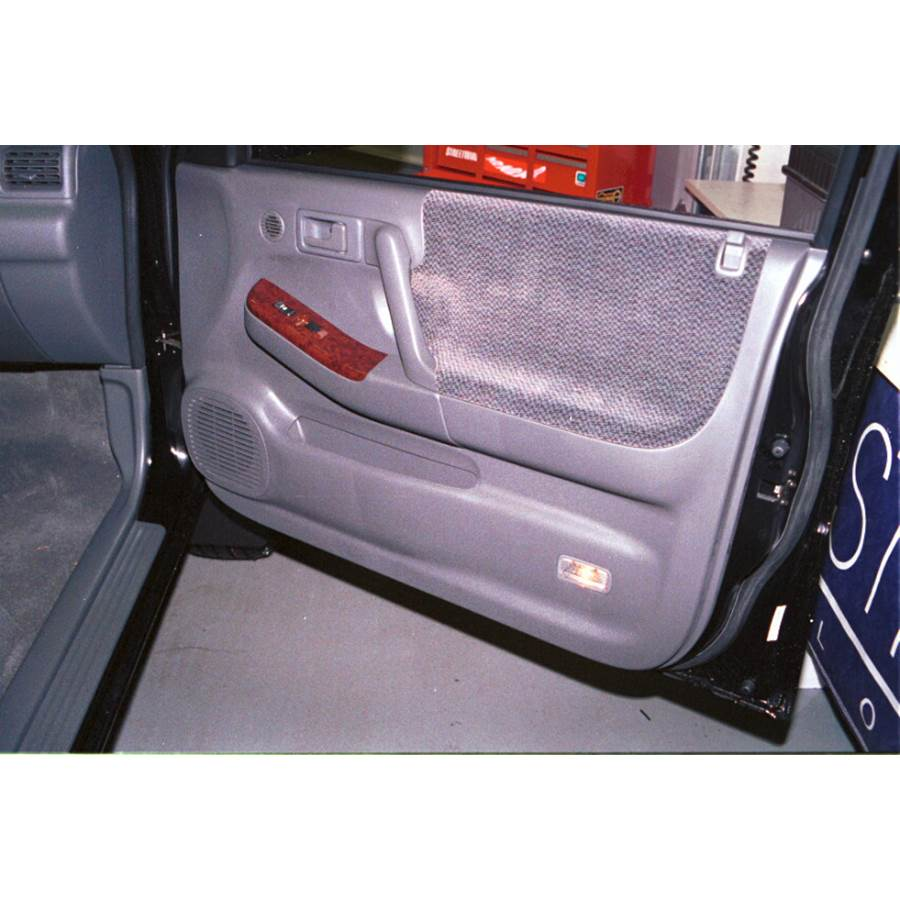 2003 Isuzu Rodeo Front door speaker location