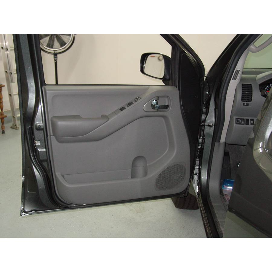 2009 Nissan Frontier LE Front door speaker location