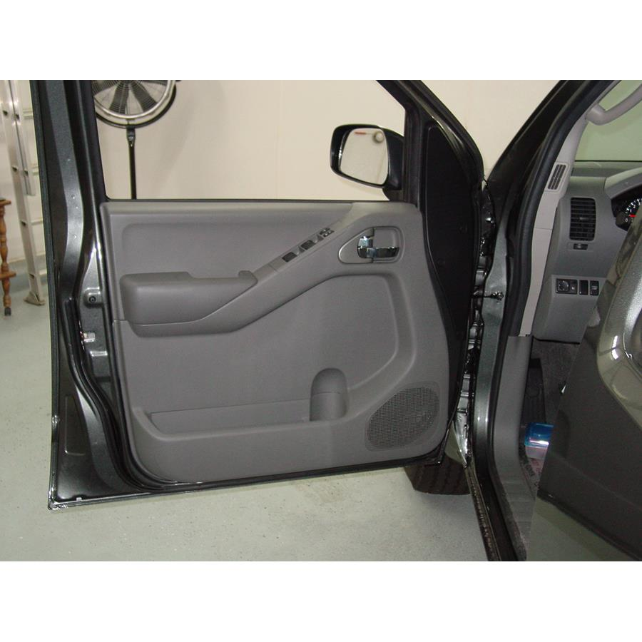 2010 Nissan Frontier LE Front door speaker location