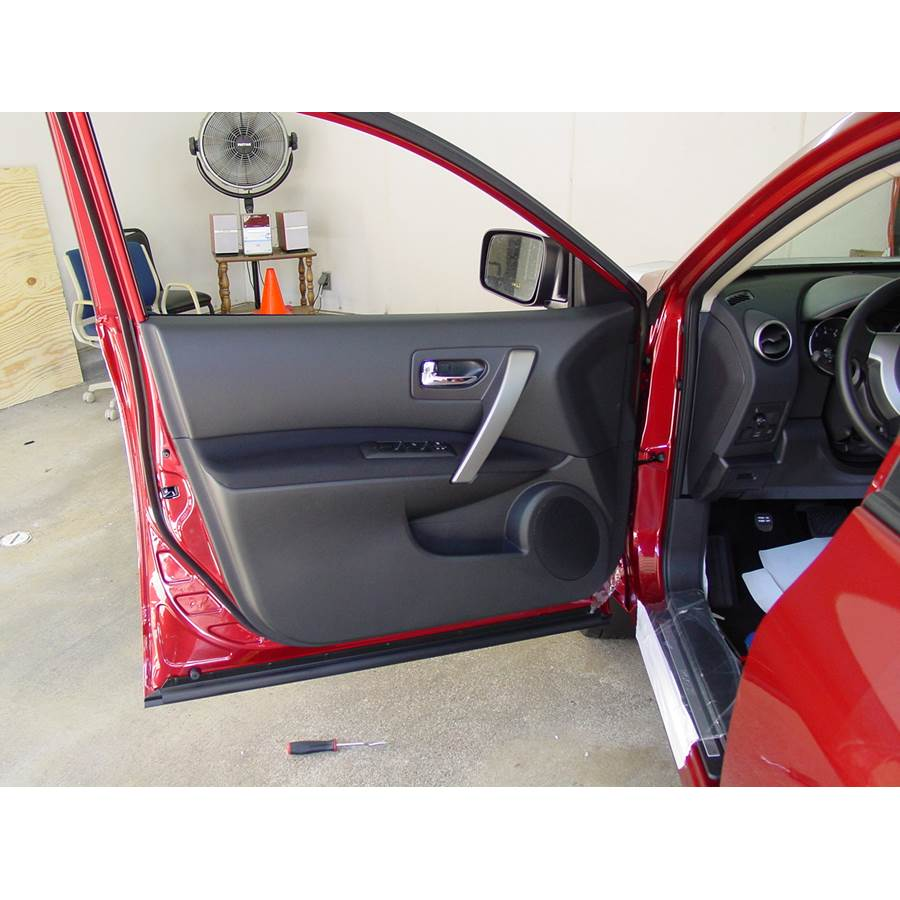 2012 Nissan Rogue S Front door speaker location