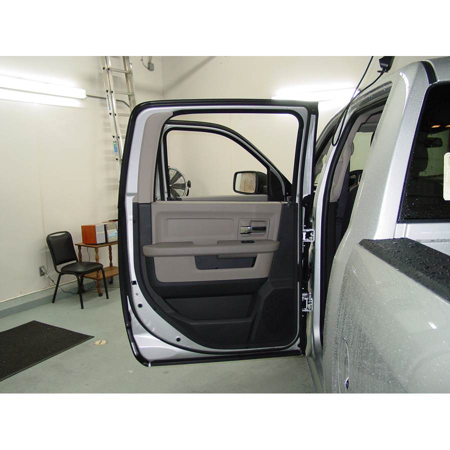 2010 Dodge Ram 5500 Rear door speaker location
