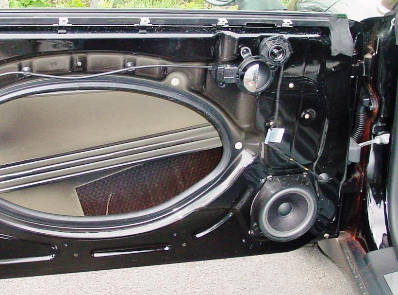 2002-2006 MINI Cooper Hatchback Car Audio Profile on