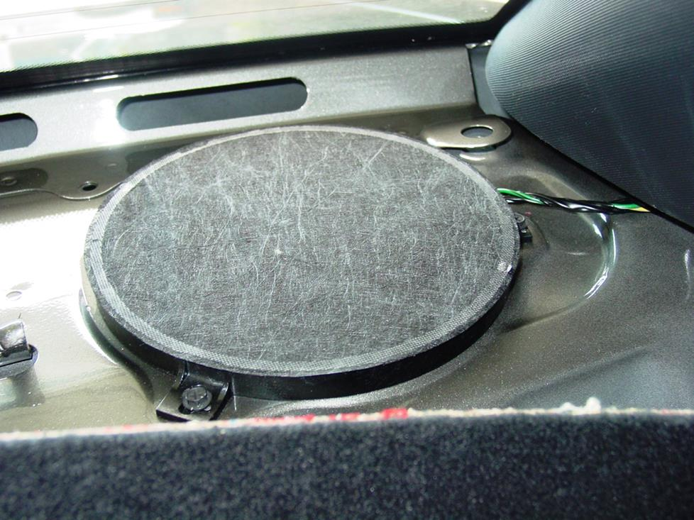 Dodge Challenger rear deck speakers