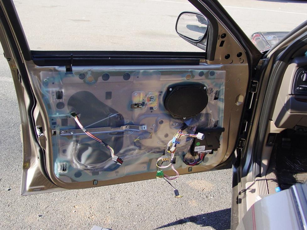 frontdoorspeaker 2003 2011 ford crown victoria and mercury grand marquis car audio 2006 ford crown victoria wiring diagram at crackthecode.co