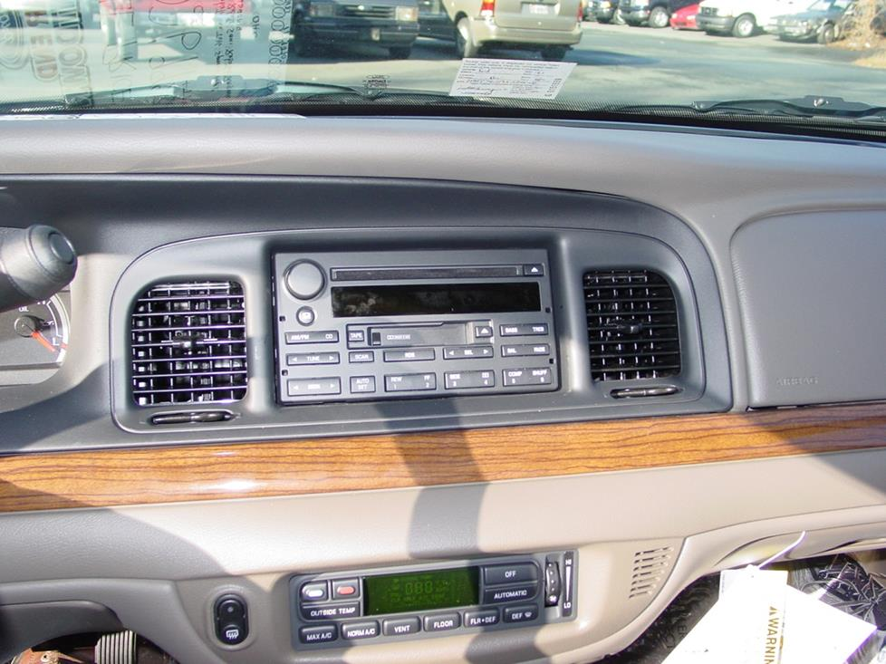 Ford Crown Victoria factory radio