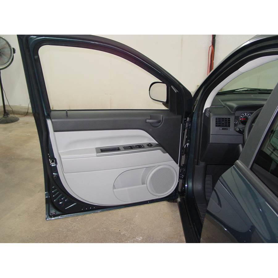 2015 Jeep Compass Front door speaker location