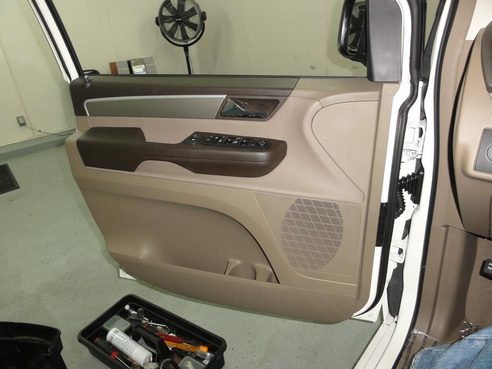 frontdoor 2009 2013 volkswagen routan car audio profile 2010 Routan Dash at mr168.co