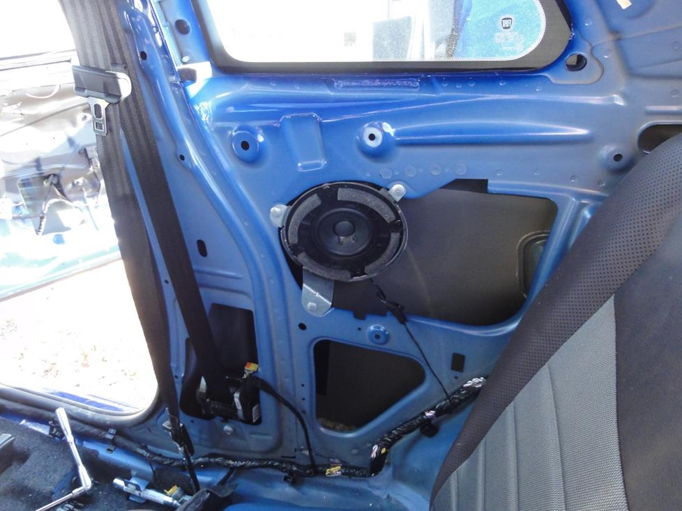 Fiat 500 rear side speakers