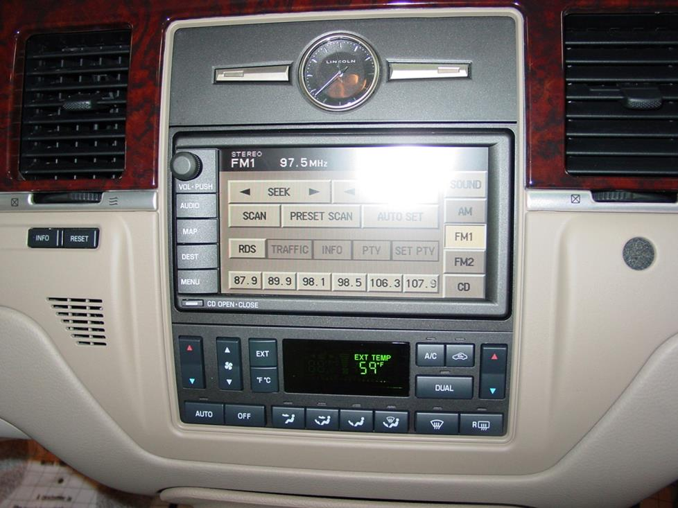 radio 2003 2011 lincoln town car profile  at edmiracle.co