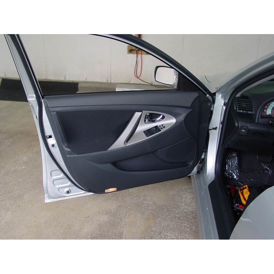 2010 Toyota Camry Hybrid Front door speaker location