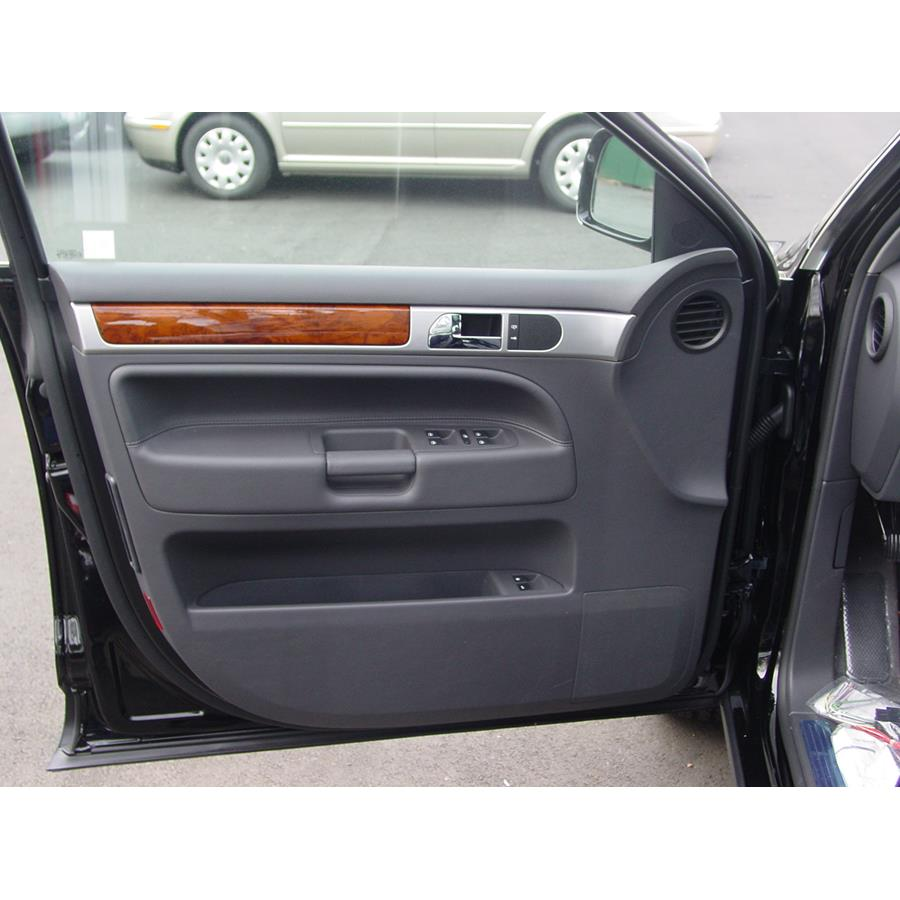 2009 Volkswagen Touareg 2 Front door speaker location