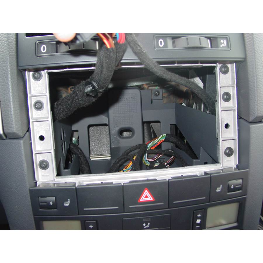2009 Volkswagen Touareg 2 Factory radio removed