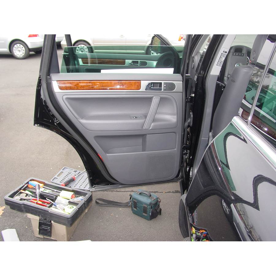 2009 Volkswagen Touareg 2 Rear door speaker location