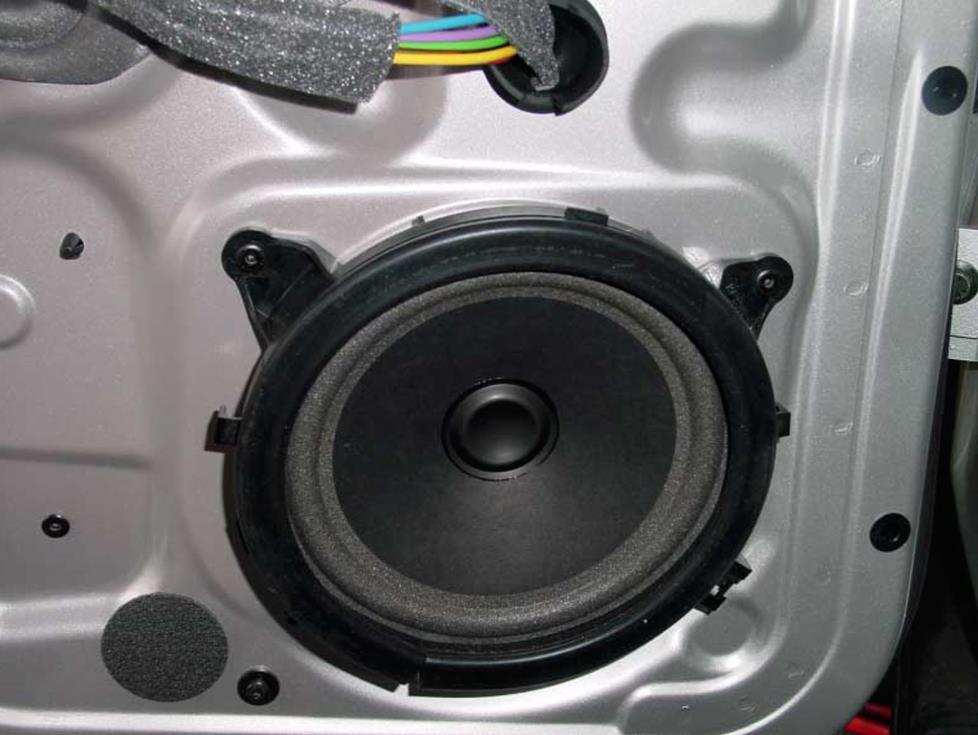 2001-2007 Volvo V70 Car Audio Profile