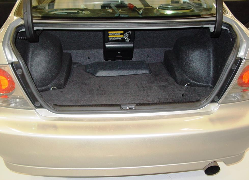 Lexus IS 300 trunk