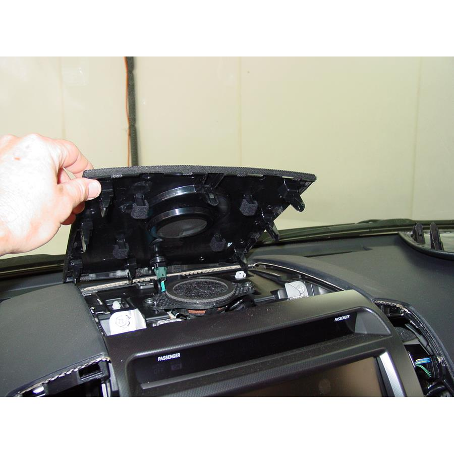 2011 Toyota Land Cruiser Center dash speaker location
