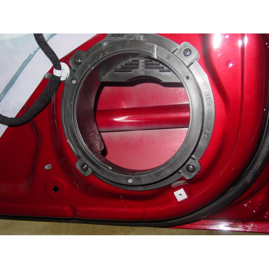 2006 Hyundai Accent Front door woofer removed