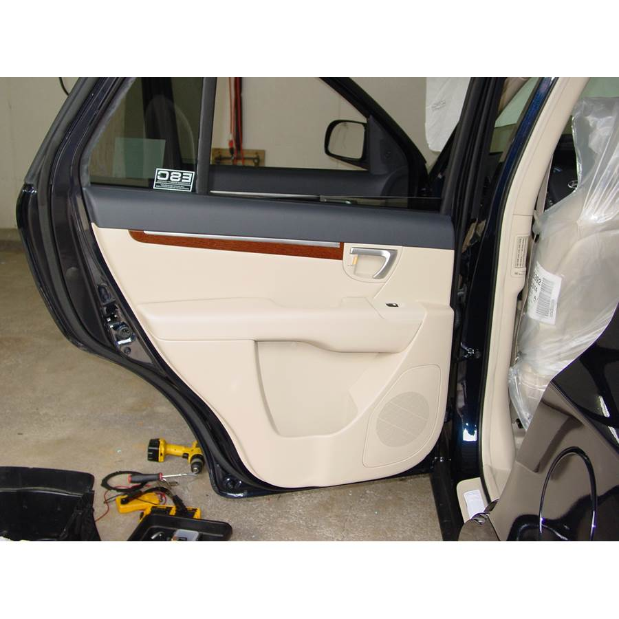 2008 Hyundai Santa Fe Rear door speaker location