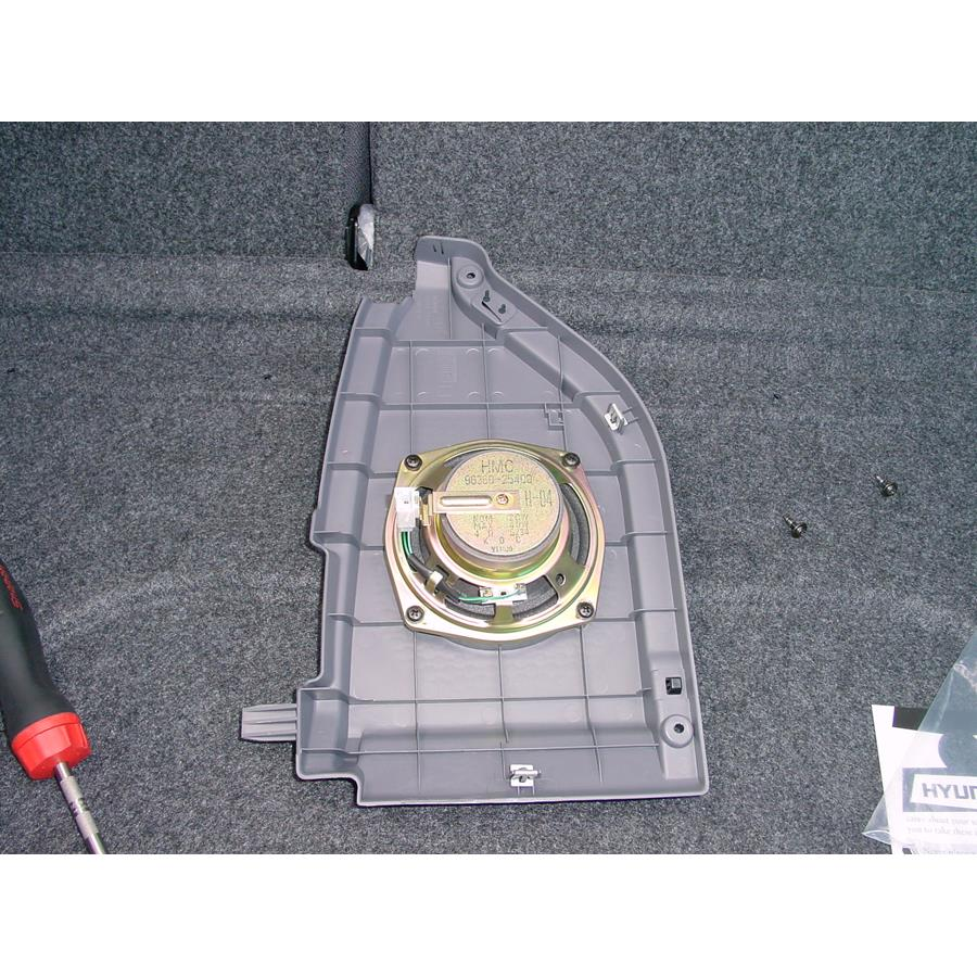 2005 Hyundai Accent Side panel speaker
