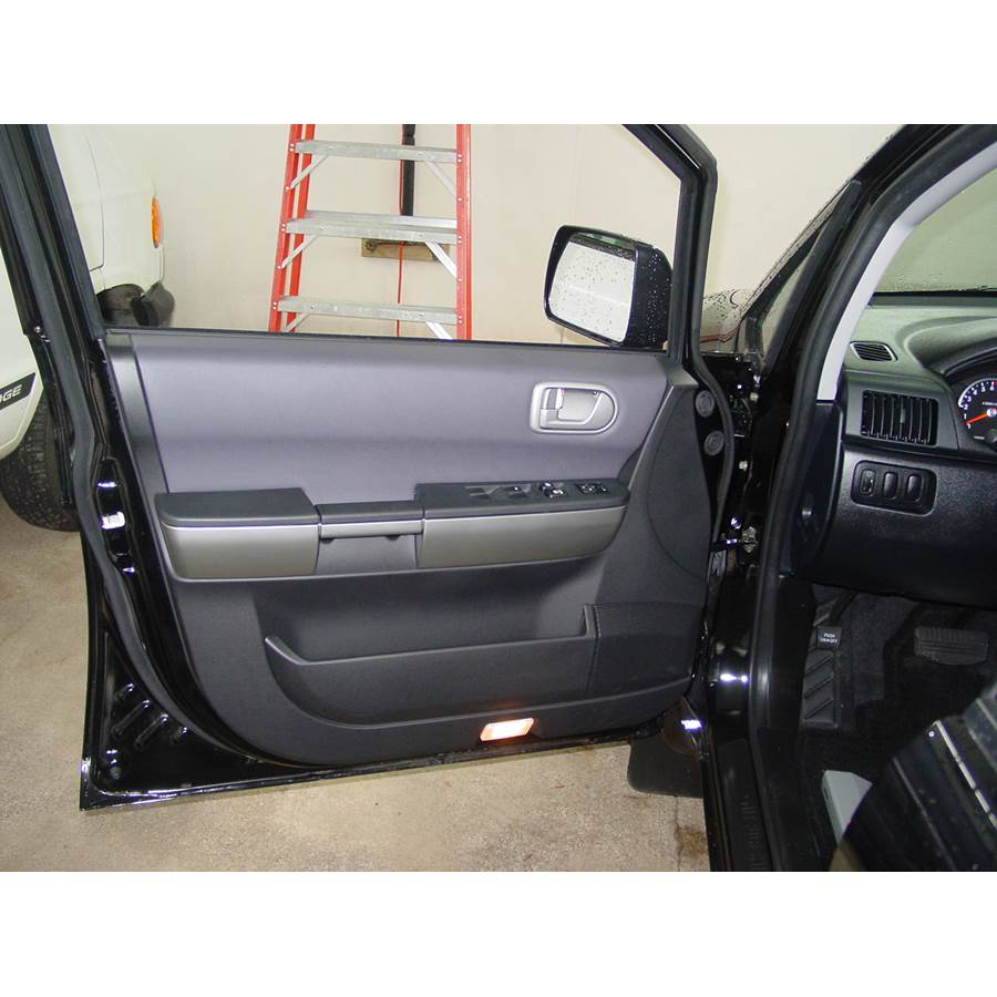 2008 Mitsubishi Endeavor Front door speaker location