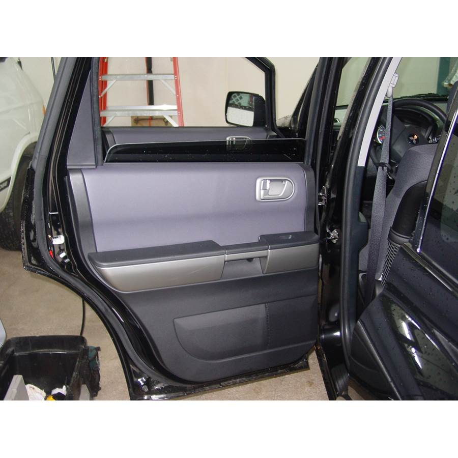 2008 Mitsubishi Endeavor Rear door speaker location