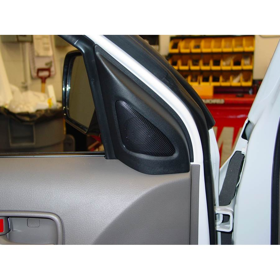 2005 Mitsubishi Outlander Front door tweeter location