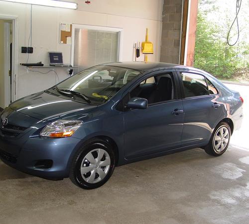 2010 toyota yaris sedan battery
