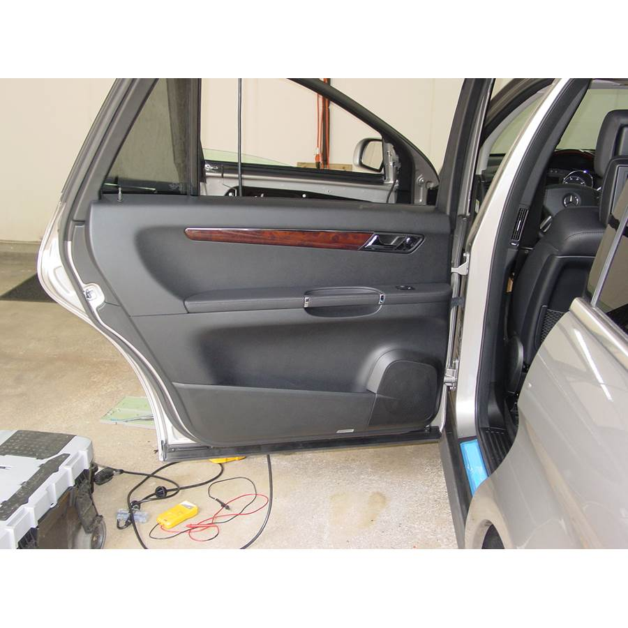 2007 Mercedes-Benz R-Class Rear door speaker location