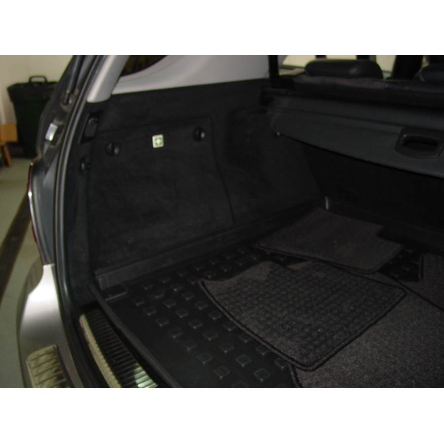 2008 Mercedes-Benz ML550 Far-rear side speaker location
