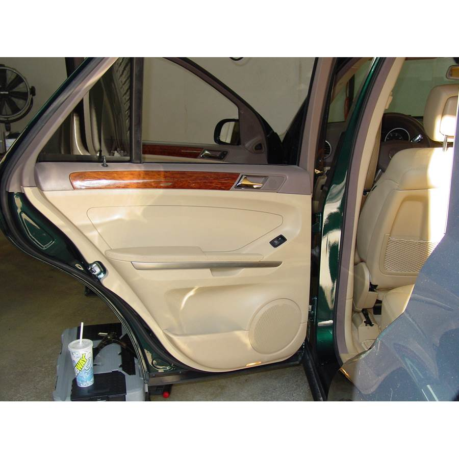 2008 Mercedes-Benz ML550 Rear door speaker location
