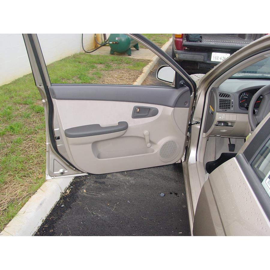 2007 Kia Spectra Front door speaker location
